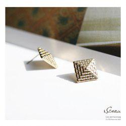 Top of Pyramid Pattern Earrings - COLOR ASSORTED