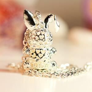 Stylish Inlaid Diamond and Pearl Tummy Rabbit Pendant Necklace -