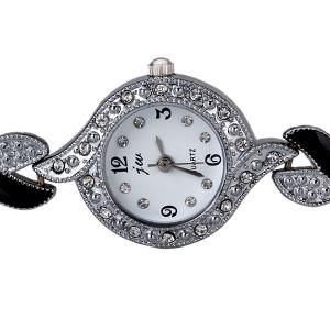 Trendy Decorative Diamonds Quartz Watch for Women with Round Dial and Heart-shaped Design Watchband -