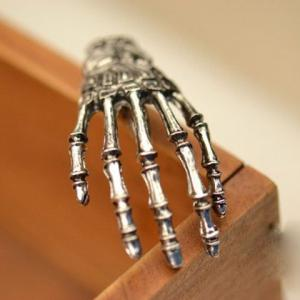 Vintage Skeleton Hand Embellished Hairpin For Women - Silver - S