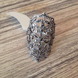 Chic Rhinestone Decorated Openwork Flower Pattern Ring For Women - SILVER ONE SIZE