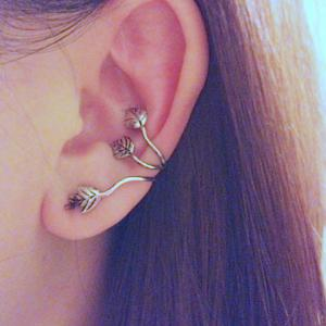 Vintage Metal Leaf Pattern Ear Cuff -
