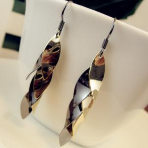 Pair of Chic Drop Pendant Solid Color Earrings For Women -