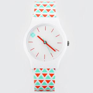 Stylish Quartz Watch Triangle Pattern Analog Indicate Rubber Watch Band for Women -