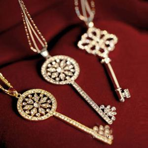 One Piece of Chic Heart Rhinestone Key Pendant Sweater Chain Necklace For Women -