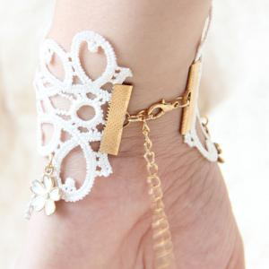 Vintage Women's Pearl Flower Lace Bracelet With Ring -