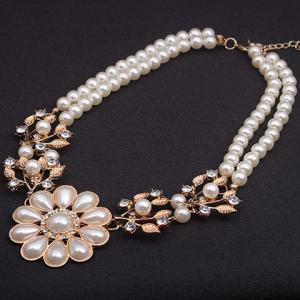 Faux Pearl Flower Shape Pendant Necklace -
