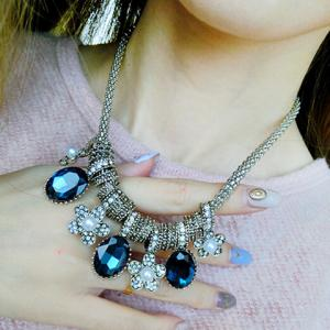 Retro Style Faux Crystal and Artificial Pearl Embellished Oval and Flower Pendant Necklace For Women - BLUE