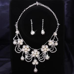 A Suit of Stylish Women's Beads Faux Pearl Necklace And Earrings -