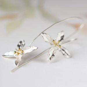 Pair of Four-Petal Flower Alloy Earrings -