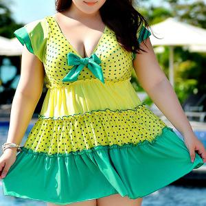 Stylish Plus Size Polka Dot Design Flouced One-Piece Women's Swimwear - GREEN 5XL