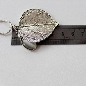 Retro Leaf Faux Opal Pendant Necklace - SILVER