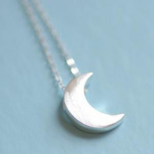 Stylish Solid Color Moon Pendant Necklace For Women - SILVER