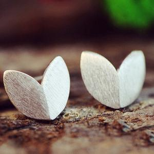Pair of Alloy Matte Leaf Shape Earrings -