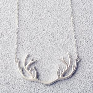 Sweet Solid Color Antler Shape Pendant Necklace For Women -