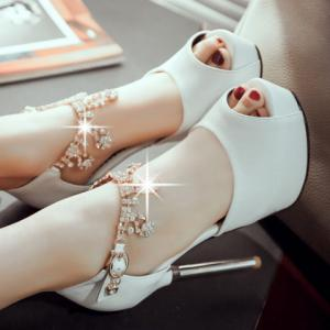 Sexy Platform and Solid Colour Design Peep Toe Shoes For Women -