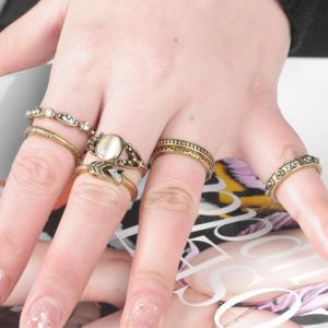 A Suit of Vintage Faux Opal Rings - GOLDEN ONE-SIZE