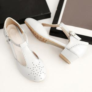 Ladylike T-Strap and Engraving Design Flat Shoes For Women -