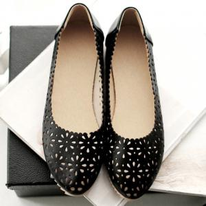 Casual Round Toe and Hollow Out Design Flat Shoes For Women - BLACK 38