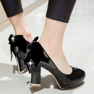 Stylish Bowknot and Patent Leather Design Pumps For Women -