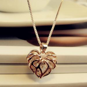 Hollow Out Rhinestone Heart Pendant Necklace -