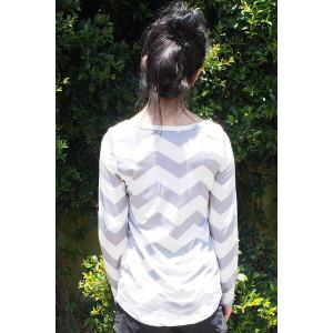 Stylish Scoop Neck Long Sleeve Chevron Stripe Slimming Women's T-Shirt - GRAY S