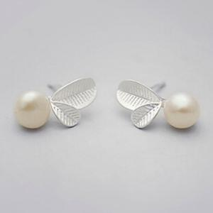 Pair of Alloy Faux Pearl Leaf Stud Earrings -