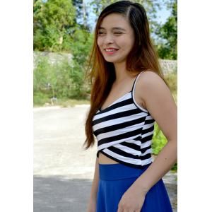 Sexy Spaghetti Strap Sleeveless Striped Low Cut Women's Crop Top - WHITE AND BLACK ONE SIZE