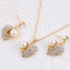 A Suit of Heart Rhinestone Faux Pearl Necklace and Earrings -