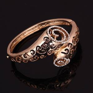 A Suit of Stylish Rhinestone Hollow Out Horn Necklace Bracelet Ring and Earrings For Women - GOLDEN