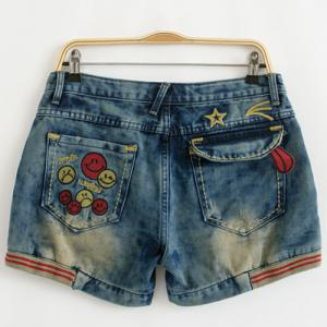 Stylish Plus Size Zipper Fly Smiling Face Embroidery Shorts For Women -