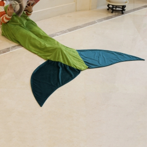 Hot Sale Comfortable Flannel Mermaid Tail Shape Blanket - GREEN
