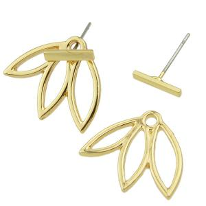 Pair of Alloy Hollow Out Leaf Stud Earrings - GOLDEN