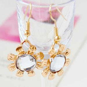A Suit of Hollow Out Rose Leaf Faux Gem Necklace and Earrings - GOLDEN