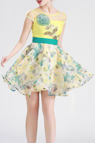 Outfit Sequiend Floral Defined Dress