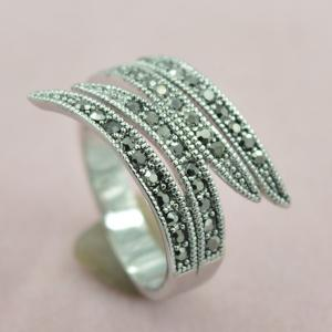 Rivet Decorated Leaf Opening Ring -