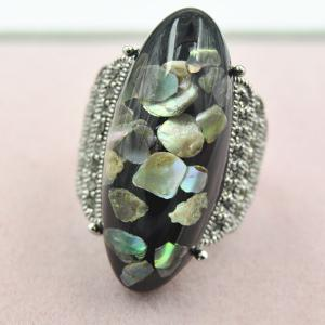 Retro Artificial Gem Shell Embossed Ring - Black - One-size