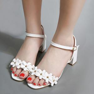 Sweet Transparent Plastic and Flowers Design Sandals For Women -