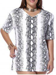Plus Size Snakeskin Print V Neck T-shirt - WHITE 5XL