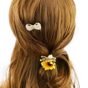 Elegant Gold Plated Faux Pearl Rhinestone Bowknot Hair Comb For Women - GOLDEN