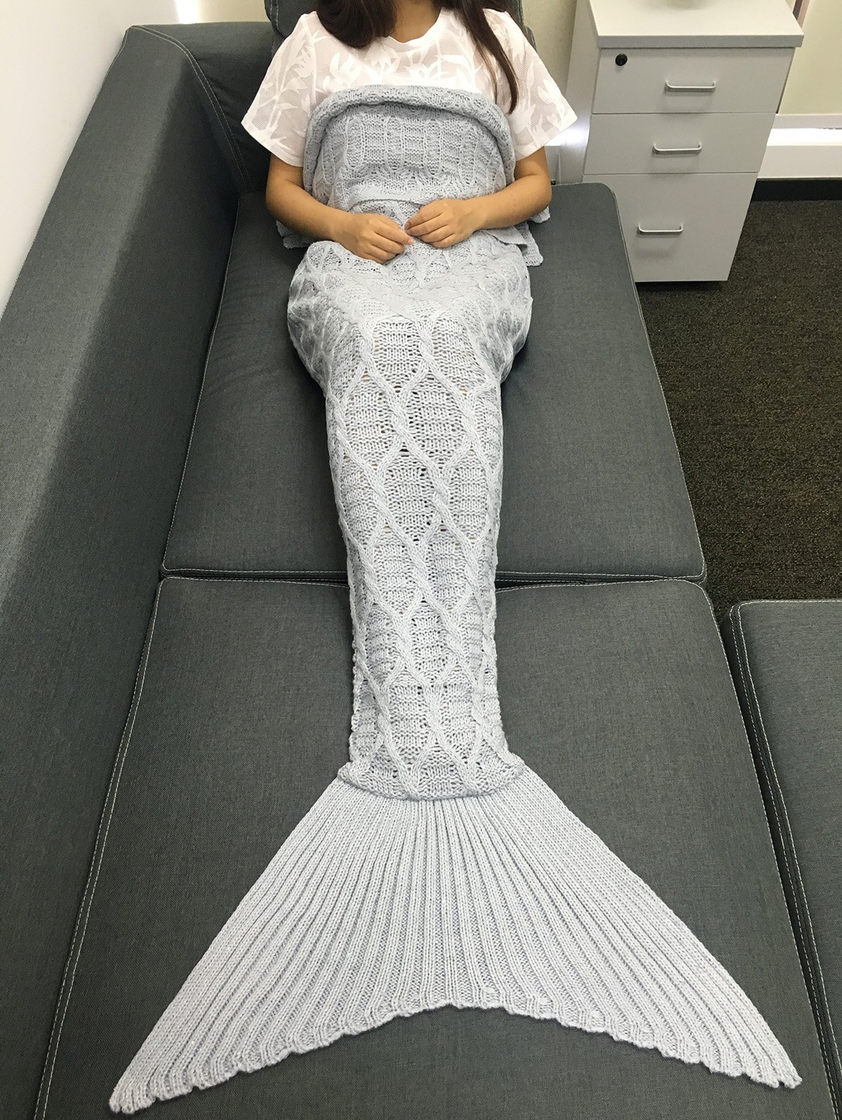 Fashion Simple Style Solid Color Crochet Knitting Geometric Pattern Mermaid Tail Design Blanket