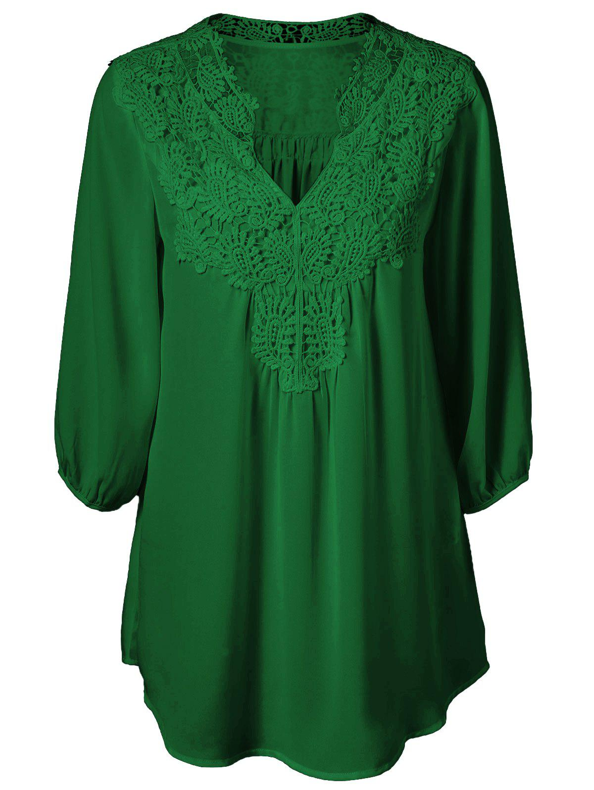 Plus Size Sweet Crochet Spliced Tunic BlouseWOMEN<br><br>Size: XL; Color: DEEP GREEN; Material: Polyester; Shirt Length: Long; Sleeve Length: Three Quarter; Collar: V-Neck; Style: Casual; Season: Summer; Pattern Type: Patchwork; Weight: 0.2310kg; Package Contents: 1 x Blouse;