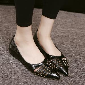 Pointed Toe Rivets Flat Shoes -