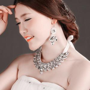 Stylish Artificial Crystal Floral Bib Necklace Set - WHITE