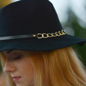 Hollow Out Chain Strappy Embellished Felt Jazz Hat - BLACK
