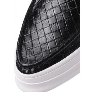 Embossing Plaid Pattern PU Leather Flat Shoes -