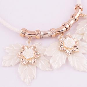 Resin Maple Leaf Pendant Necklace - CRYSTAL CREAM