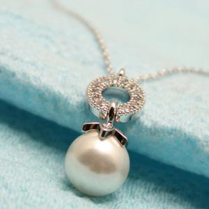 Artificial Pearl Rhinestone Circle Pendant Necklace -