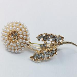 Rhinestone Faux Pearl Flower Brooch - GOLDEN
