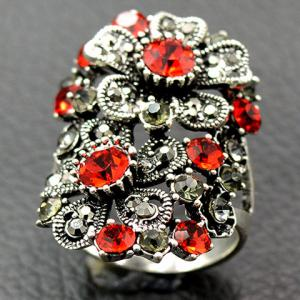 Vintage Floral Rhinestone Hollow Out Ring -